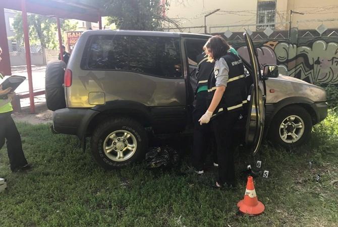Машина Nissan Terrano остановилась возле Кирилловской, 51.