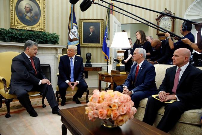 Порошенко, Трамп, Пенс и Макмастер встретились в Овальном кабинете.