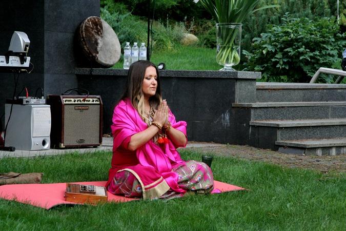 Могилевскую от внутренних страстей спасает йога.