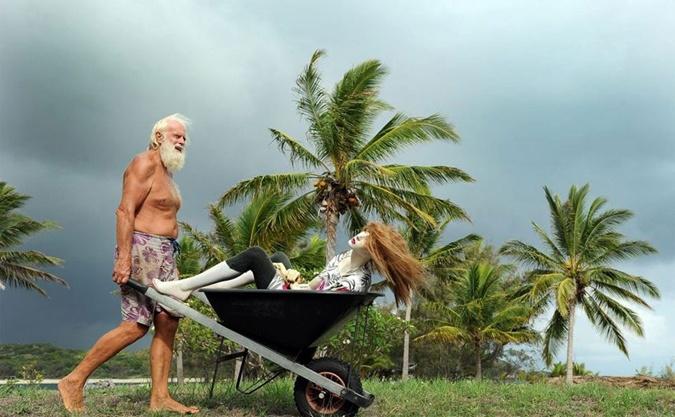 Бывший миллионер, 20 лет проживший на необитаемом острове, ищет девушку своей мечты фото 3