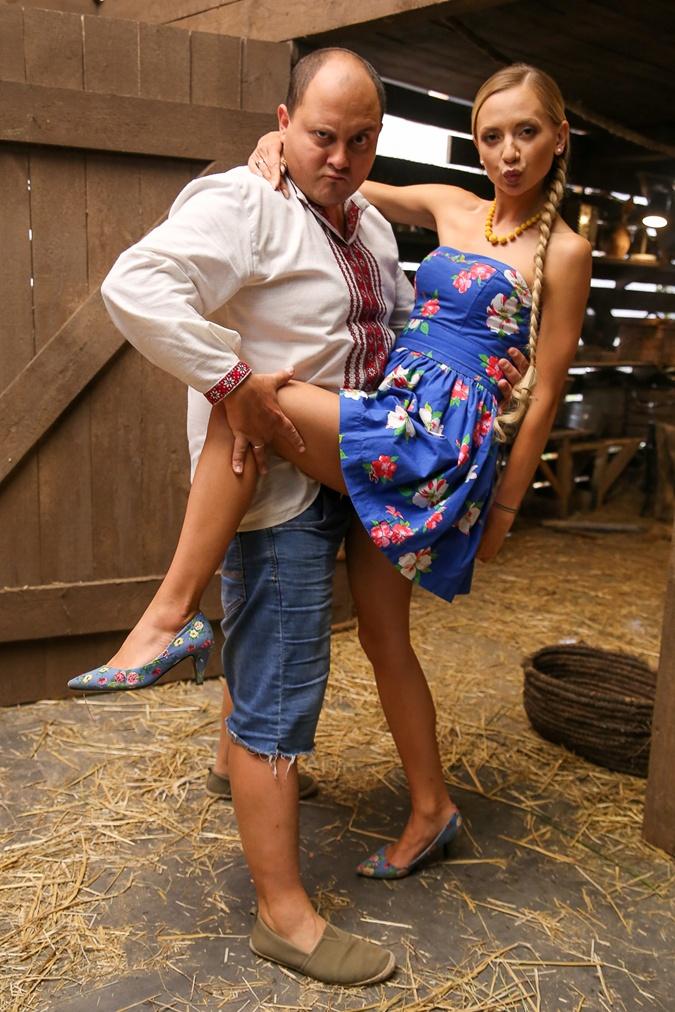 С Юрчиком (Юрий Ткач) и Яринкой  (Ирина Сопонару) весело не только  на ТВ, но и на съемках.