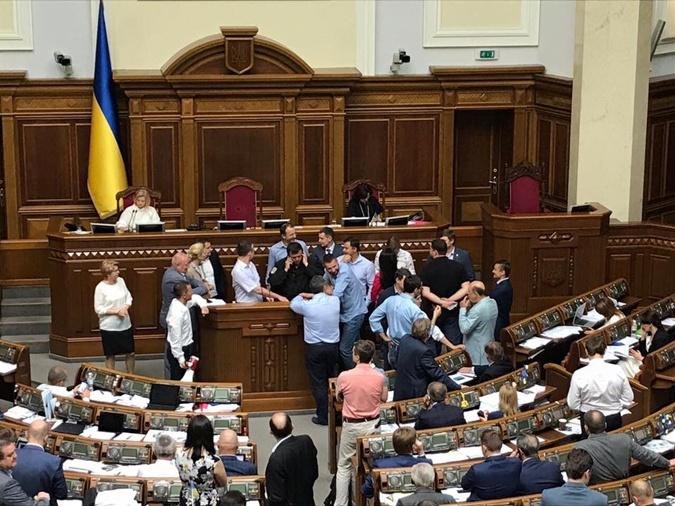 Добкин просит суд отпустить его напоруки