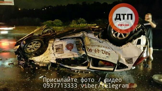 ВКиеве в итоге ДТП двое человек погибли, один втяжёлом состоянии