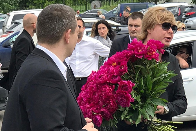 Андрей Григорьев-Апполонов на прощании с Олегом Яковлевым.