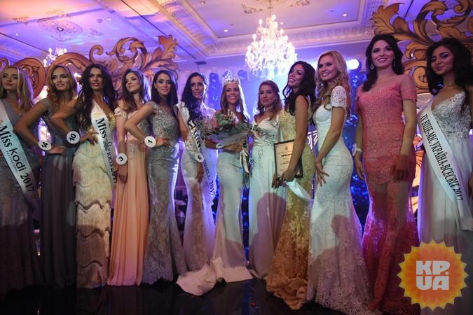 «Мисс Украина-Вселенная»: Ради победы киевлянка спела гимн Украинского государства на 2-х языках