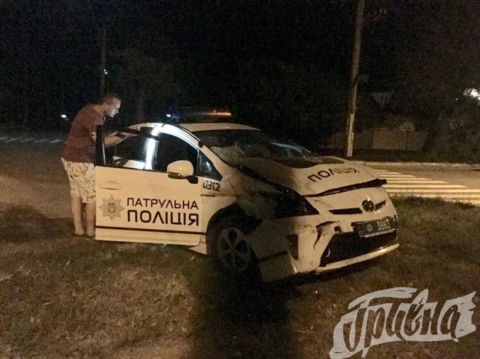В Херсонской области столкнулись машины патрульной полиции и скорой помощи фото 1