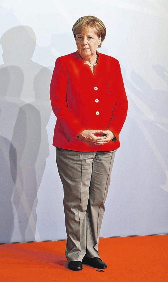 Мода высокой политики: Меркель пора надеть платье, а Мелании Трамп сменить прическу фото 1