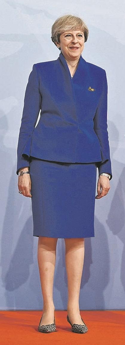 Мода высокой политики: Меркель пора надеть платье, а Мелании Трамп сменить прическу фото 6