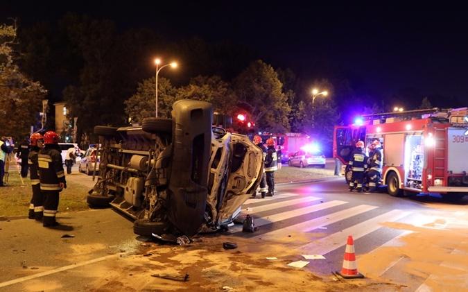 Пострадали двое полицейских, прохожий и водитель фургона. Фото:PAP