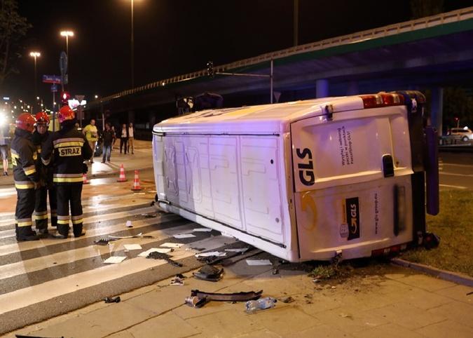 В полицейское авто врезался фургон. Фото:PAP