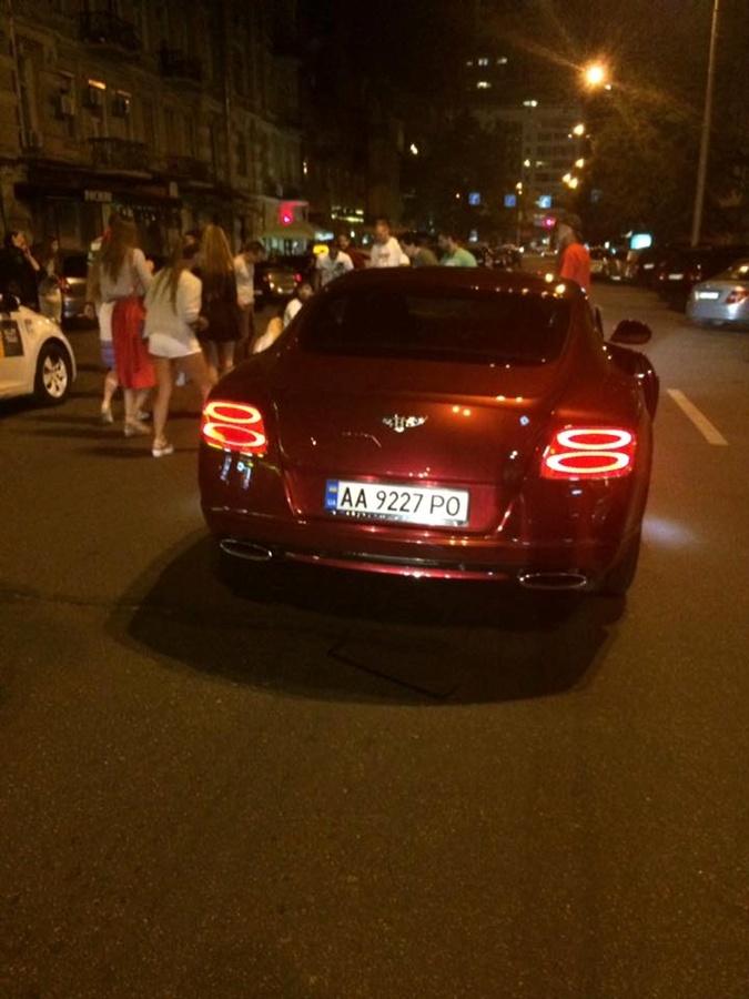 Сын Шуфрича был на Bentley. Фото: Divuar LaCroix