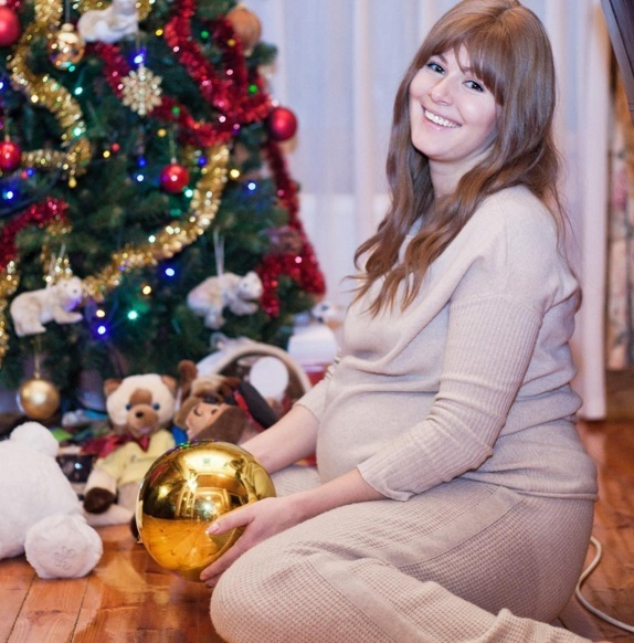 Актриса во время второй беременности.