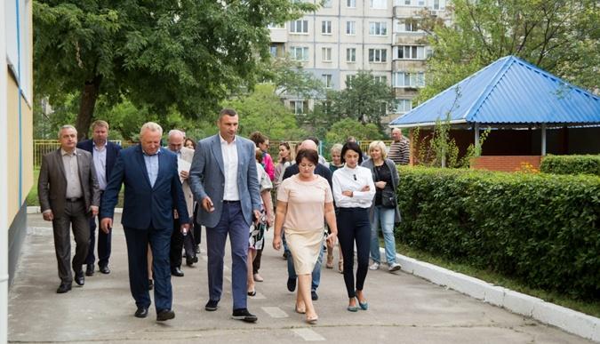 Кличко проинспектировал ход реконструкции детского сада на Оболони фото 1