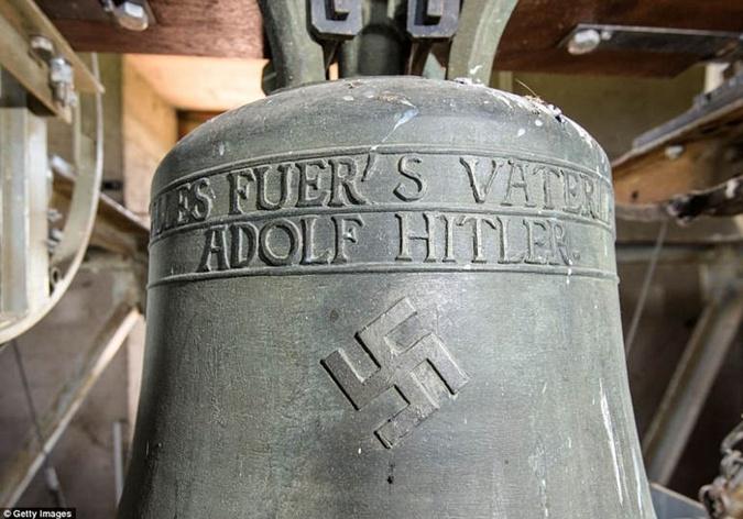 Немецкая церковь прекратит звонить в колокол со свастикой фото 1