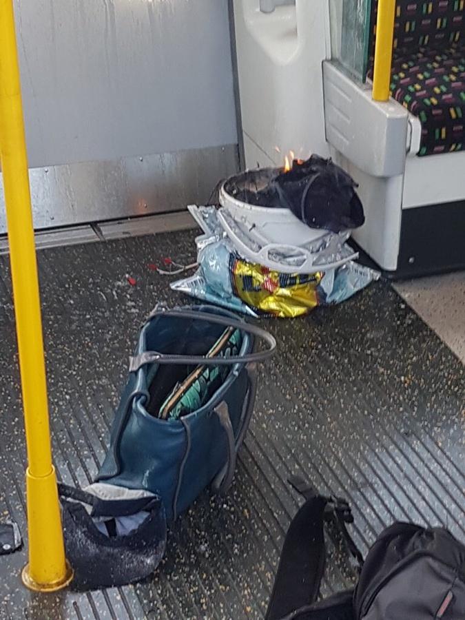 По предварительным данным, взорвалось оставленное в вагоне ведро.