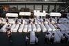 Филиппины хоронят погибших в белых гробах…