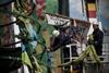 С Майдана убирают елку