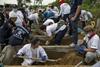 эксгумация безымянной могилы в Таиланде