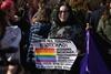 Марш феминисток Цветы  клумбам права  женщинам