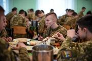Как кормят будущих офицеров: в столовой ждут стандартов НАТО
