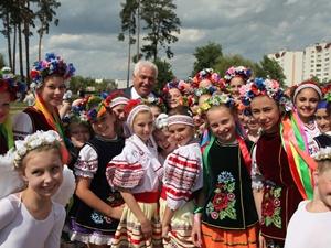 Анатолий Присяжнюк уже задумывается над организацией летнего отдыха детей.