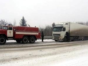 Сім вантажівок паралізували автомобільний рух