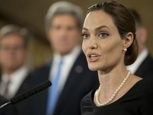 Анджелина Джоли не только прекрасная актриса, но еще и активный общественный деятель. Фото: REUTERS