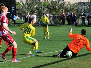 Команды футбольных клубов  в межсезонье занимаются физподготовкой, играют спарринги, участвуют в трансферах и смотрят новичков