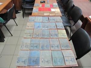 Документы нацистов нашли в спортивной сумке. Фото: пресс-служба Миндоходов в Харьковской области