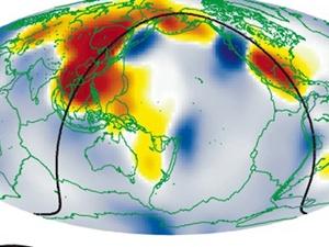 Подземные океаны, которые, возможно, располагаются в недрах, обозначеные красным. Они выявлены благодаря аномалиям в прохождении сейсмических волн. Фото: Вашингтонский университет