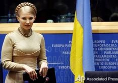 Ющенко хочет, чтобы Тимошенко расплатилась с актерами