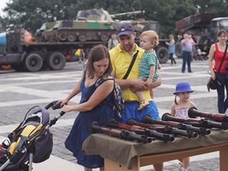 9 фраз, которые нельзя говорить детям о войне