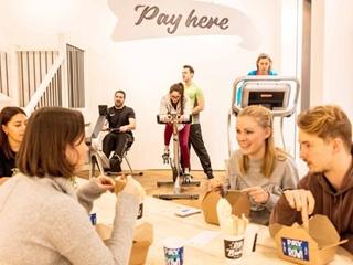 Лондонское кафе предложило расплачиваться за еду приседаниями