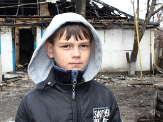 10-летний мальчик вытащил трех братиков из горящего дома