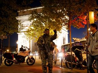 Перестрелка в Париже: погиб полицейский и нападавший
