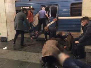 Количество погибших от взрыва в метро Петербурга возросло до 16 человек