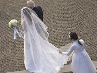 Выдал жену замуж за иностранца