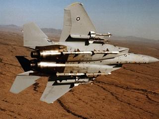 Японский истребитель F-15 подняли на перехват китайского дрона