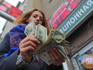 Украинцы продолжают  сбрасывать  валюту