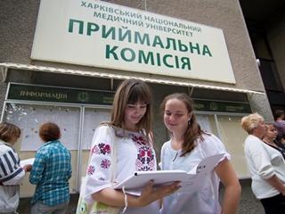МОН: абитуриенты смогут подать документы в ВУЗы в бумажном виде