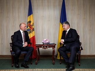 Порошенко заявил, что Украина хочет помочь Молдове вернуть Приднестровье