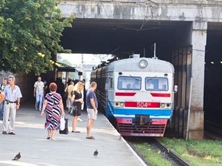 В Киеве полсотни диких художников взяли в плен электричку