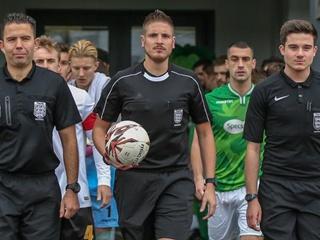 Первый каминг-аут в английском футболе: арбитр признался, что он - гей