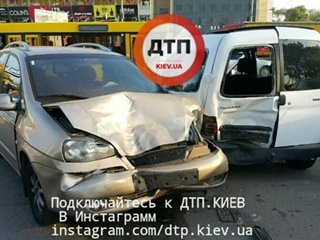 ДТП в Киеве: столкнулись шесть автомобилей