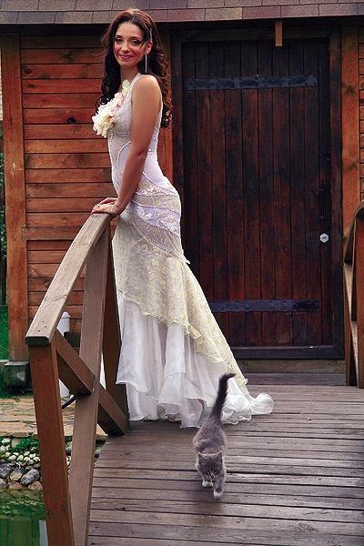 Дочь Юлии Тимошенко снялась со свиньей в свадебном платье - фото 2.
