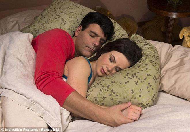 Бизнес на грустных мужчинах: Сплю за деньги, за 60 долларов в час. Интим н