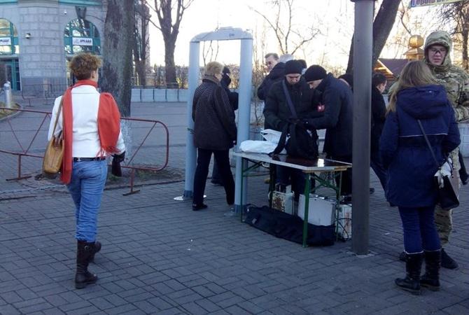 На Майдане установили рамку металодетектора