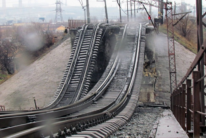 Под Мариуполем взорван мост