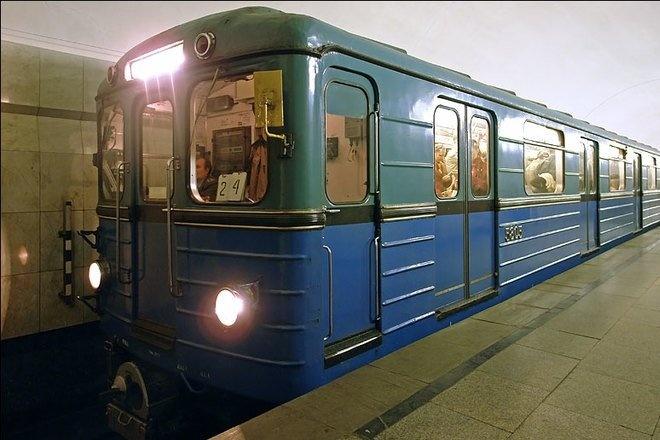 В Киеве под поезд метро