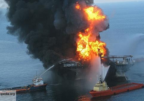 Пожар на нефтяной платформе в